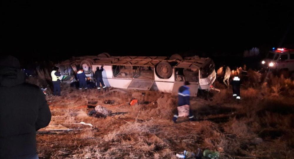 В Казахстане перевернулся автобус с 35 пассажирами на 85-м километре трассы Кызылорда — Кумколь. 3 декабря 2019 года
