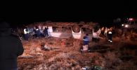 Казакстанда 35 жүргүнчү бара жаткан автобус кырсыкка учурады