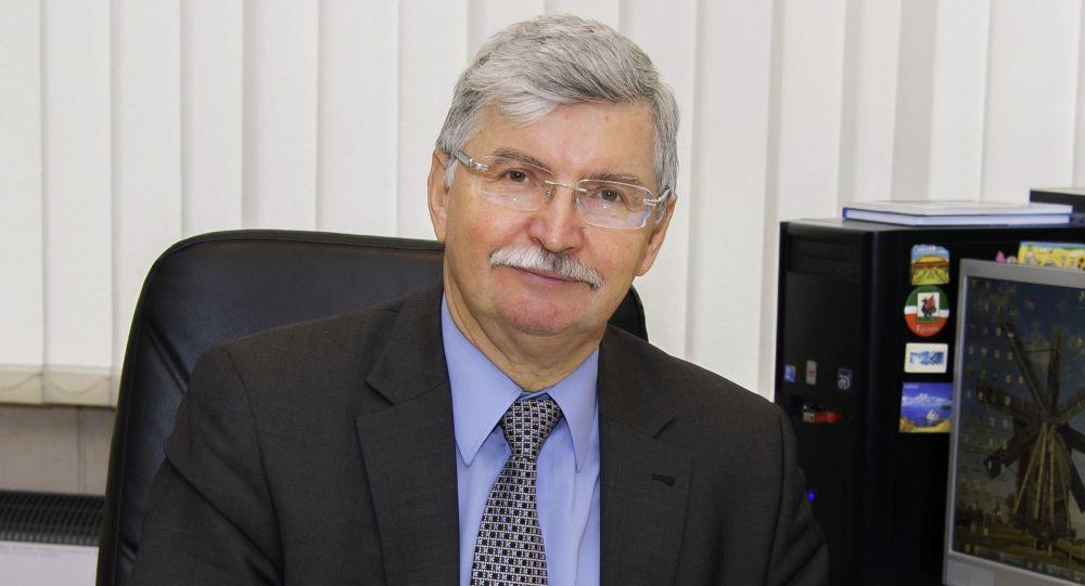 Заслуженный энергетик РФ, доктор технических наук, директор НОЦ Возобновляемые виды энергии и установки на их основе Виктор Елистратов
