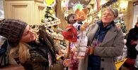 Знаменитые актеры, бизнесмены, спортсмены и даже персонажи передачи Спокойной ночи, малыши! поздравили международное агентство и радио Sputnik с пятилетием и наступающим Новым годом.
