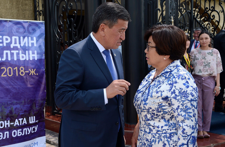 Президент Кыргызской Республики Сооронбай Жээнбеков и экс-президент Роза Отунбаева приняли участие в форуме Мекендештер