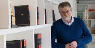 Политический аналитик Павел Шипилин в библиотеке. Архивное фото