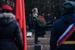 Участники торжественной церемонии изъятия земли из мест воинских захоронений на братском кладбище Кызыл-Аскер