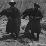 Готфриду Мерцбахеру даже удалось снять двух беркутчи — охотников, которые приручили беркутов