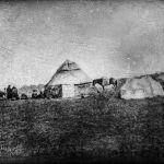 Многие фото были утрачены: когда экспедиция Мерцбахера переправлялась через горную реку, одну лошадь унесло течением. Вода попала в металлические емкости с пленкой, испортив некоторые кадры.