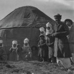 Путешественник писал, что кыргызы торговали изделиями из шерсти, шкурами. Также они выставляли на продажу овец и лошадей.