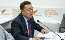 Депутат и экс-спикер Жогорку Кенеша Чыныбай Турсунбеков во время выступления в рамках круглого стола в пресс-центре Sputnik Кыргызстан.