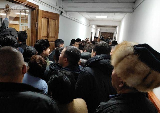 В Свердловском районном суде Бишкека проходит процесс по делу ТЭЦ.