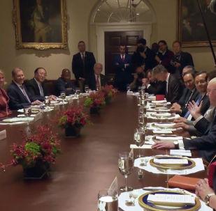 АКШ президенти Дональд Трамп Ак үйдө БУУнун Коопсуздук кеңеш өлкөлөрүнүн туруктуу өкүлдөрү менен дасторкон үстүндө жолукту.