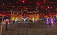 Новогоднее оформление площади Ала-Тоо в Бишкеке. Архивное фото