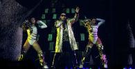 Пуэрториканский певец Daddy Yankee выступает на сцене во время своего концерта в Coliseo de Puerto Rico в Сан-Хуане. Пуэрто-Рико, 5 декабря 2019 года