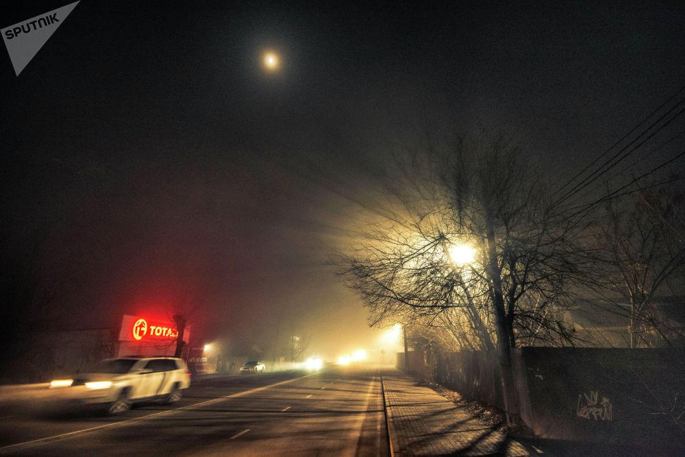 Синоптиктердин айтымында, мындай туман 10-декабрга чейин Чүй, Талас, Ош, Жалал-Абад жана Баткен облустарына түшөрү күтүлүп жатат