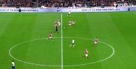 Нападающий лондонского футбольного клуба Тоттенхэм Хотспур Сон Хын Мин в матче с английским Бернли оформил красивый гол.