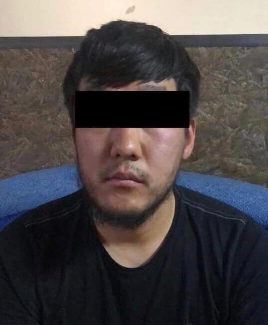 В Бишкеке из салона машины украли 8 тысяч долларов и сумку с документами, задержан подозреваемый