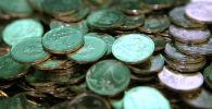 Разменные монеты достоинством в 2 рубля. Архивное фото