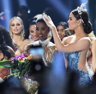 Победительницей конкурса красоты Мисс Вселенная — 2019 стала представительница Южно-Африканской Республики Зозибини Тунзи.