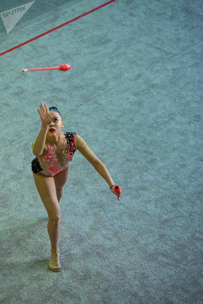 Көркөм гимнастика региондордо анча өнүккөн эмес, ошол себептен КРдин чемпионаттары Ош менен Бишкекте жергиликтүү спортчулардын катышуусунда өтүп турат.