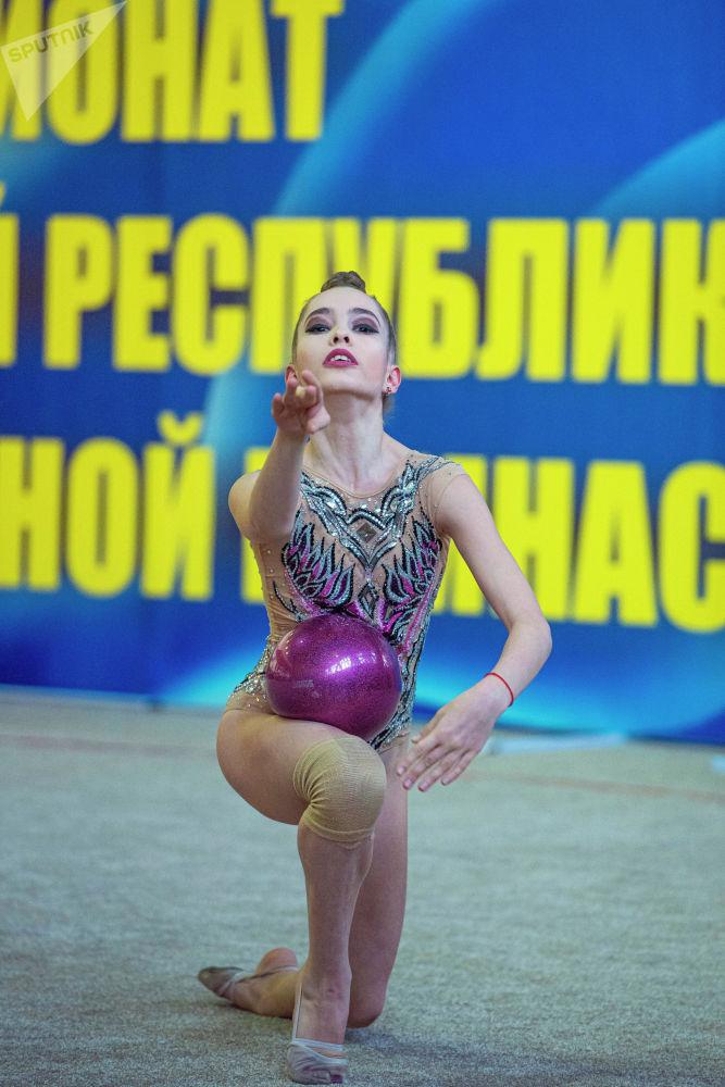 Кыргызстанда көркөм гимнастика эми өнүгүп келе жатат деп айтса туура болот. Себеби дүйнө чемпионаты, Олимпиада оюндарынан дээрлик байге жок.
