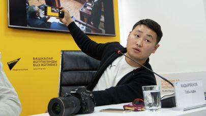 Фотокорреспондент Sputnik Кыргызстан Табылды Кадырбеков во время мастер класса в пресс-центре Sputnik Кыргызстан
