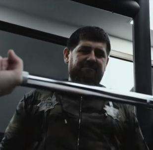 Глава Чечни Рамзан Кадыров снялся в шуточном ролике блогеров, где он выступил тренером одного из них перед подготовкой к бою.