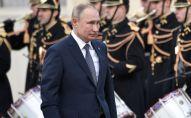 Президент РФ Владимир Путин на церемонии официальной встречи в Елисейском дворце.