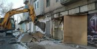 Снос незаконно установленных объектов управлением землепользования и строительства мэрии Бишкека