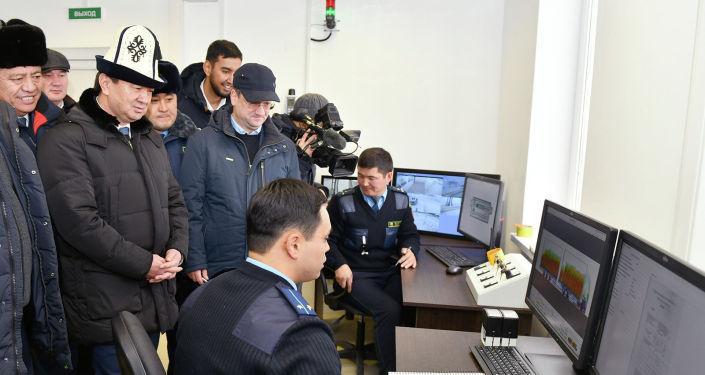 Церемония запуска инспекторско-досмотрового комплекса на контрольно-пропускном пункте Торугарт в Нарынской области.