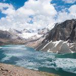 Озеро Ала-Куль спрятано высоко в горах хребта Терскей-Алатау Центрального Тянь-Шаня.