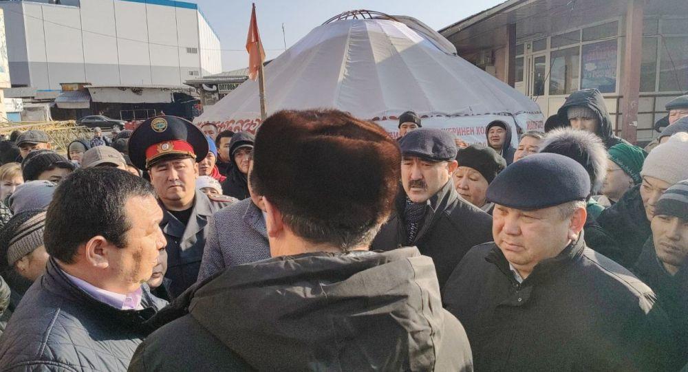 Митинг продавцов на мини-рынке Берекет универсал Ошского рынка