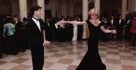 Актер Джон Траволта танцует с принцессой Дианой на обеде в Белом доме в Вашингтоне. Архивное фото