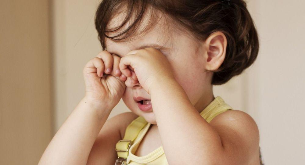 Плачущая девочка. Архивное фото