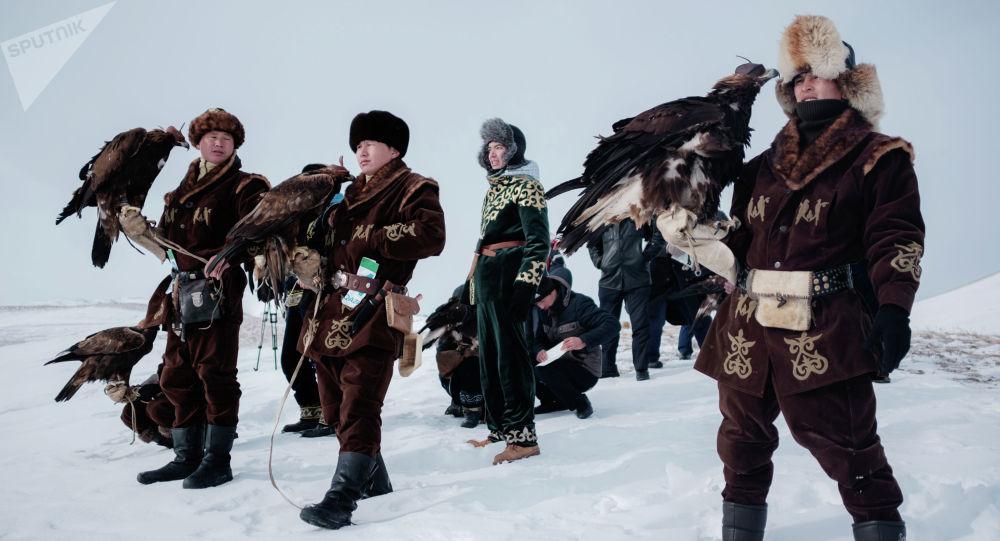 Казахстандагы мүнүшкөрлөр арасындагы турнир. Архивдик сүрөт