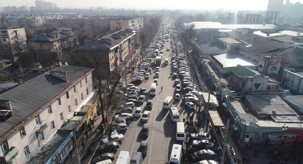 Пересечение улиц Бейшеналиева и Киевской в Бишкеке. Архивное фото