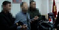 Государственная служба по борьбе с экономическими преступлениями предоставила видео задержания начальника следственной службы по расследованию ДТП ГУВД Бишкека К.М.