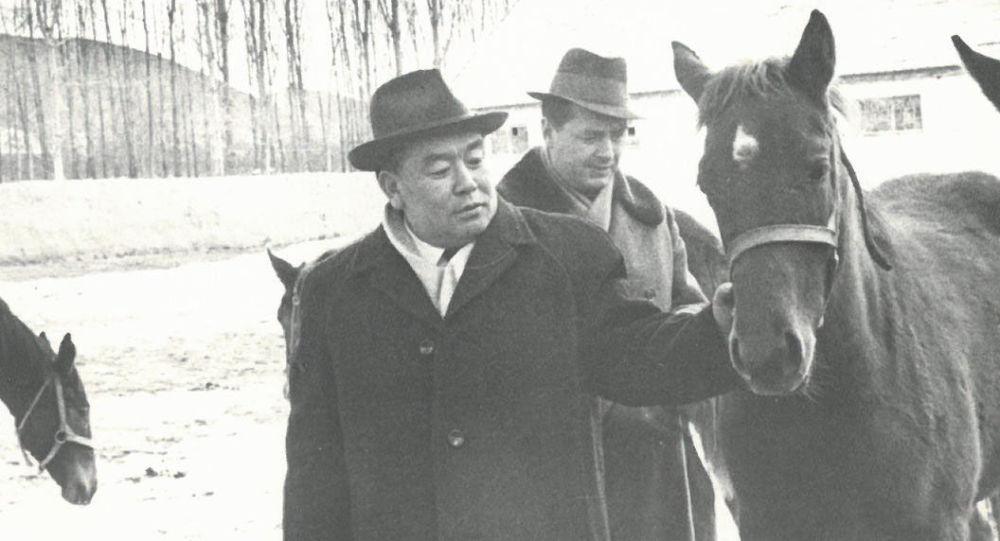 Белгилүү мамлекеттик жана партиялык ишмер Абды Сүйөркуловдун архивдик сүрөтү