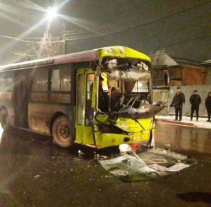 Бишкекте автобус, троллейбус жана эки жеңил унаа кагышты