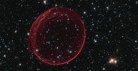 Национальное астрономическое агентство (NASA) США обнаружило в космосе объект, который находится в галактике Большое Магелланово Облако на расстоянии 160 тысяч световых лет от Земли. Он представляет собой туманность, которая возникла после взрыва сверхновой звезды. По подсчетам астрофизиков, это произошло примерно 400 лет назад.