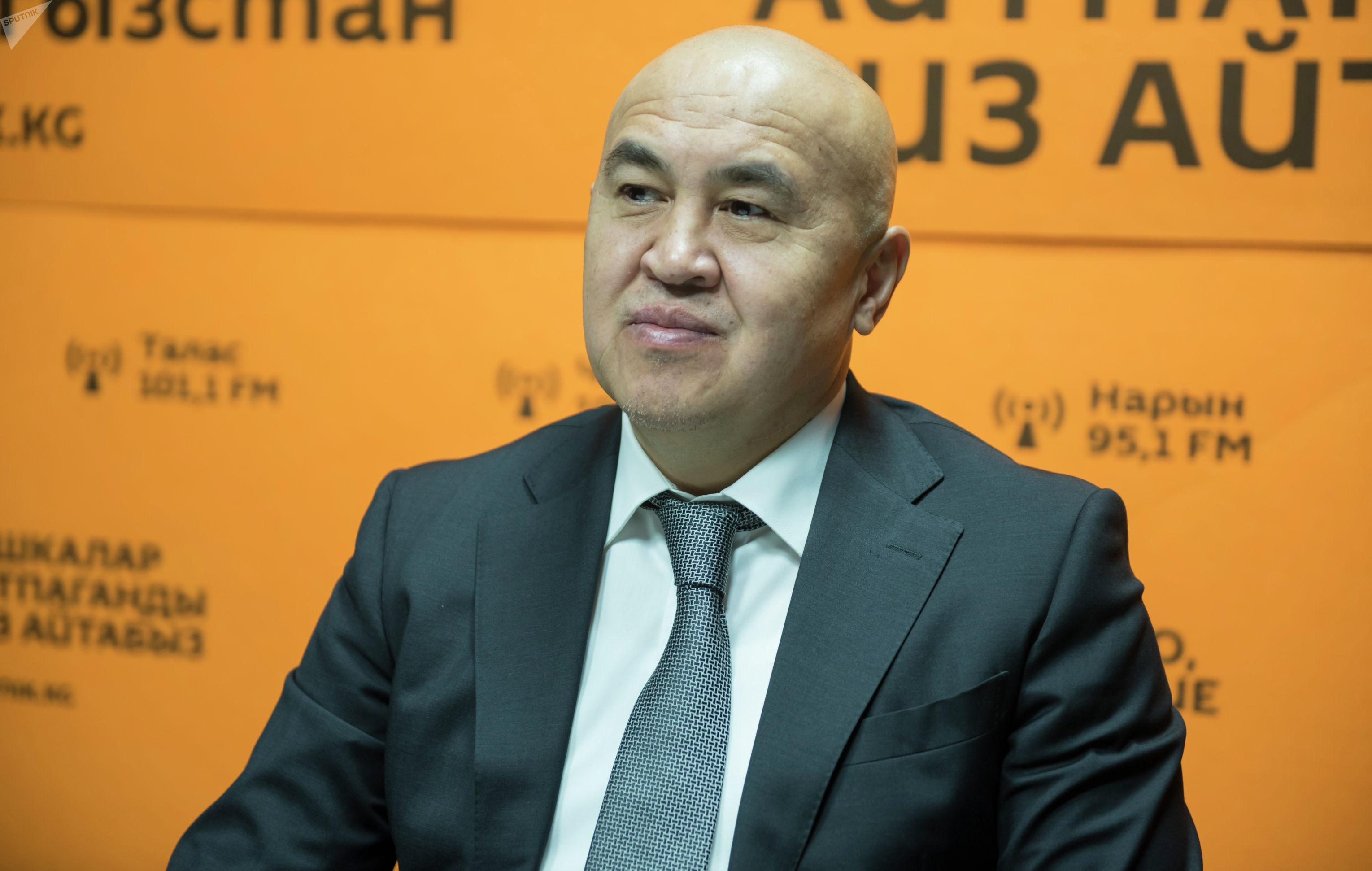 Депутат ЖК, лидер фракции Бир Бол Алтынбек Сулайманов на радиостудии Sputnik Кыргызстан