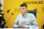 Участник мультимедийного круглого стола в формате видеомоста на тему Цифровизация русскоговорящего пространства за рубежом в пресс-центре Sputnik Кыргызстан.