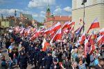 Польские националисты проводят марш в Варшаве.  Архивное фото