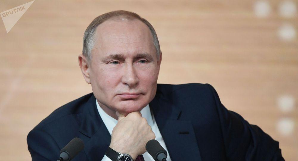 Россия президенти Владимир Путин Москва шаарында өтүп жаткан президенттин маалымат жыйынын учурунда