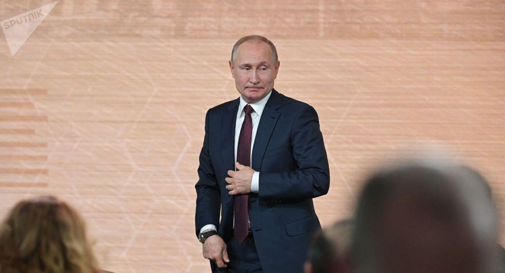 Президент РФ Владимир Путин после большой ежегодной пресс-конференции в Центре международной торговли на Красной Пресне.