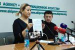 Потерпевший Мойталифу Маймайтяминг и его адвокат Аскар кызы Жанара во время пресс-конференции по факту мошеннических действий Сыргыка Кенжебаева