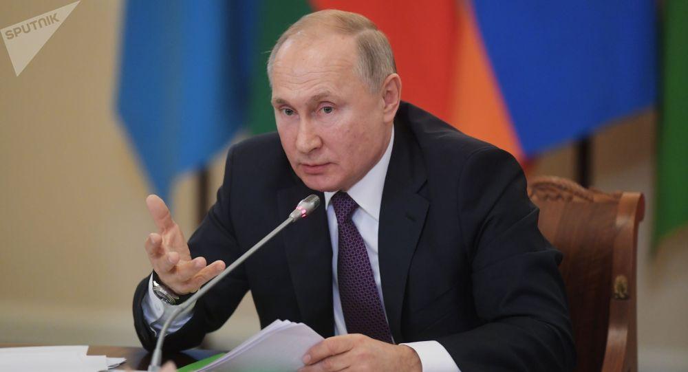 Россия лидери Владимир Путин. Архивдик сүрөт
