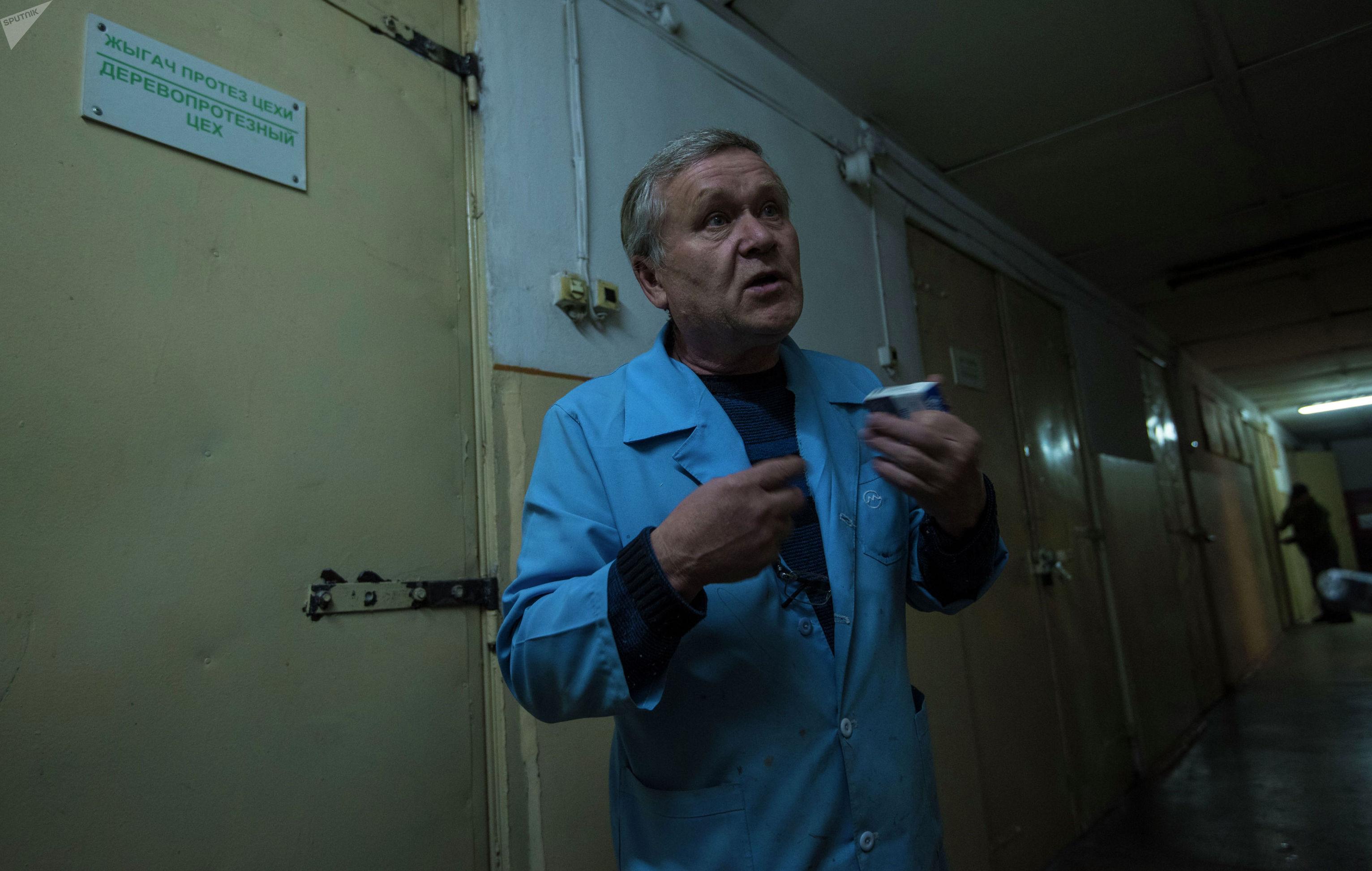Протезист верхних и нижних конечностей центра протезно-ортопедических изделий Олег Гущин