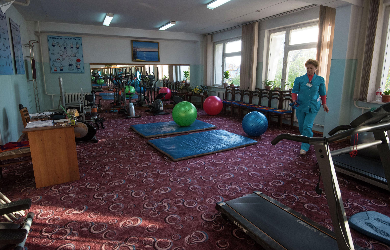 Тренивки в спортивном зале обязательны. Физические нагрузки — неоъемлимая часть реабилитации.