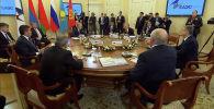 В Санкт-Петербурге встретились главы государств ЕАЭС и СНГ. Предлагаем вам за три минуты узнать, что происходило на важных саммитах.