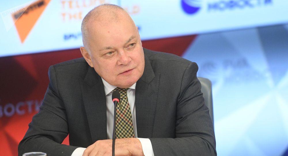 Председатель Союза виноградарей и виноделов России, генеральный директор МИА Россия сегодня Дмитрий Киселев на пресс-конференции по итогам национального проекта Винный гид России - 2019.