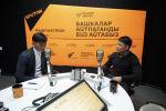 ЖК депутаты Тазабек Икрамов Sputnik Кыргызстан маалымат агенттигинин журналисти Эламан Карымшаков менен интервью учурунда