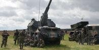 Артиллерийское орудие на церемонии приветствия многонационального батальона НАТО под руководством США. Архивное фото